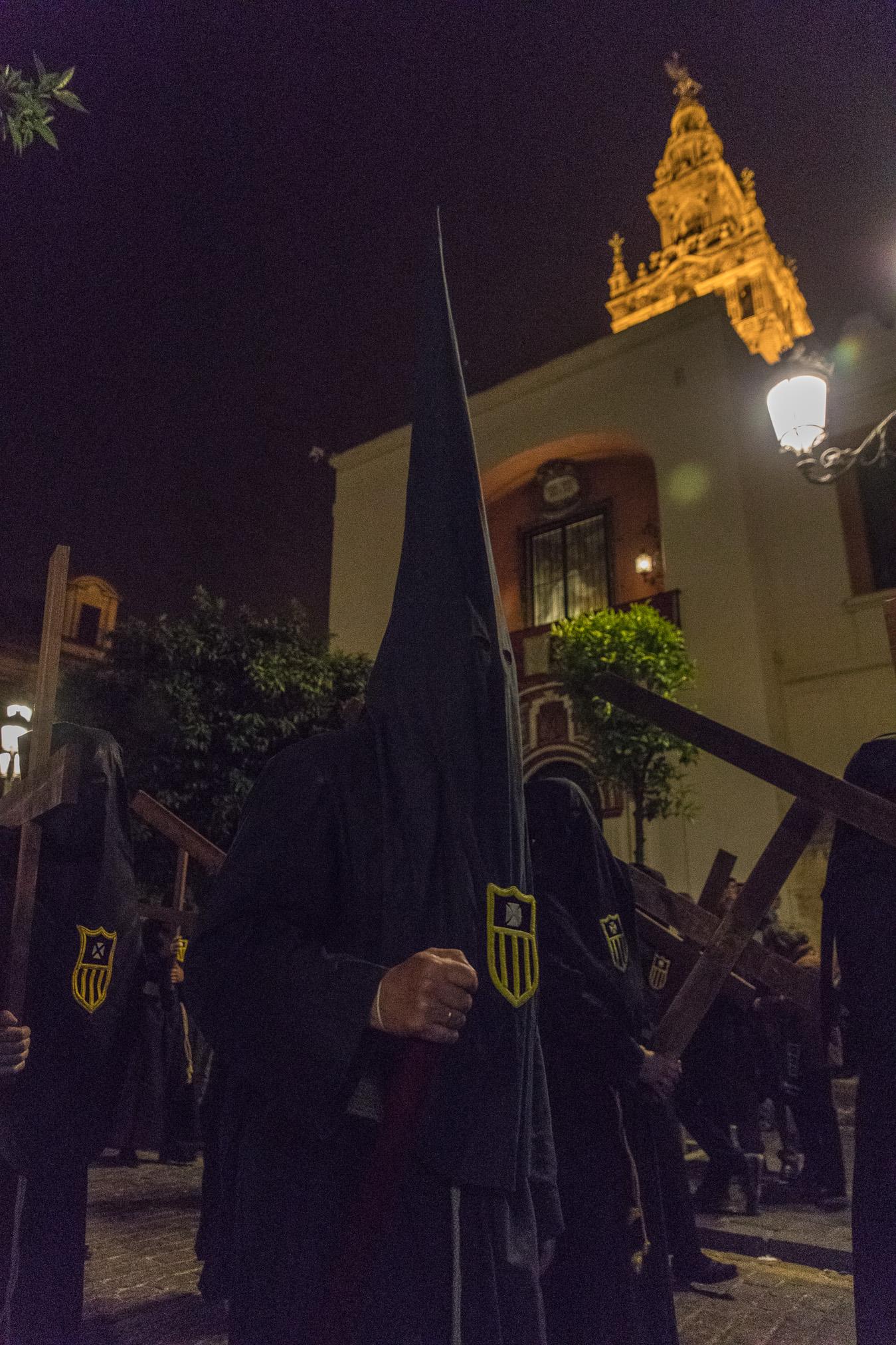 Sevilla Procesion y la Giralda